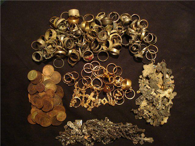 Пляжный поиск: кольца, цепочки, крестики