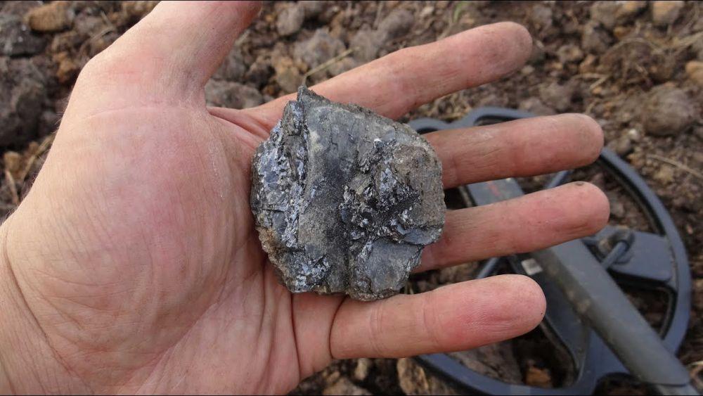 металлоискателем обнаружил метеорит